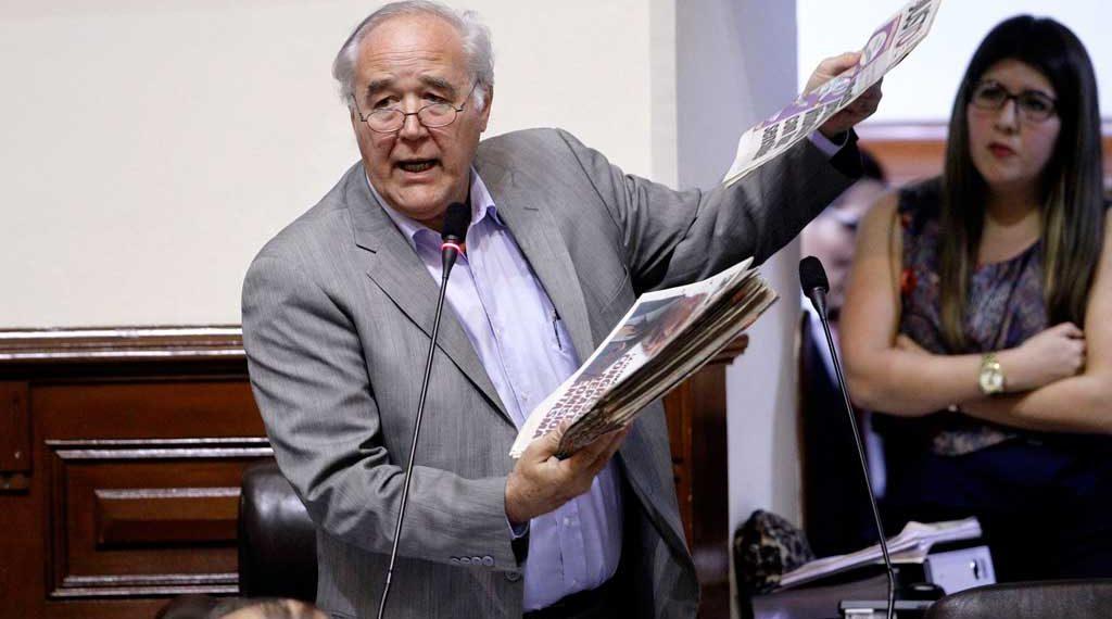 Bancadas evalúan retirarse de la Comisión de Ética si continúa Yonhy Lescano