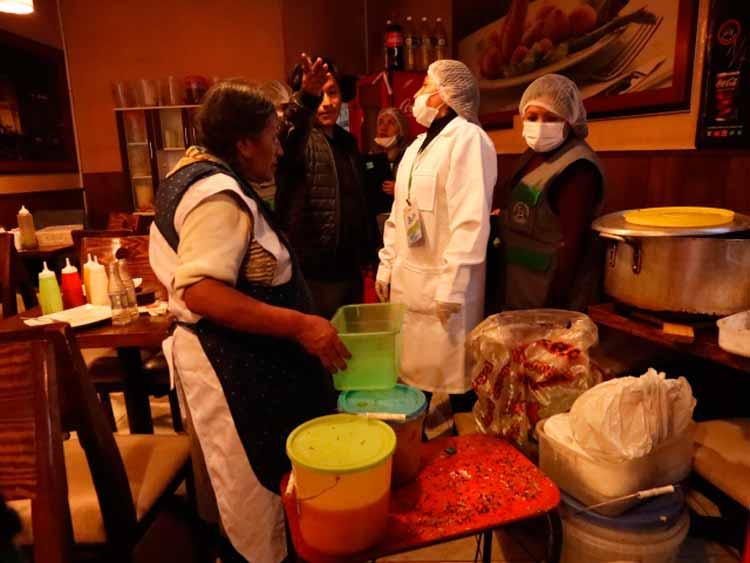 Hallan excremento de ratón en pollerías - Los Andes Perú