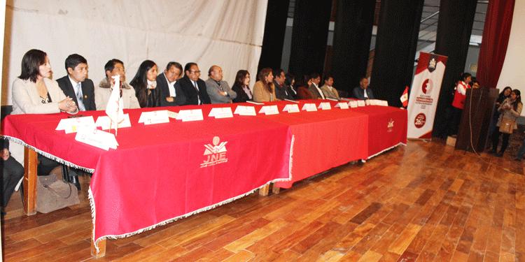 16 listas presente en la ceremonia de la firma del pacto ético electoral.