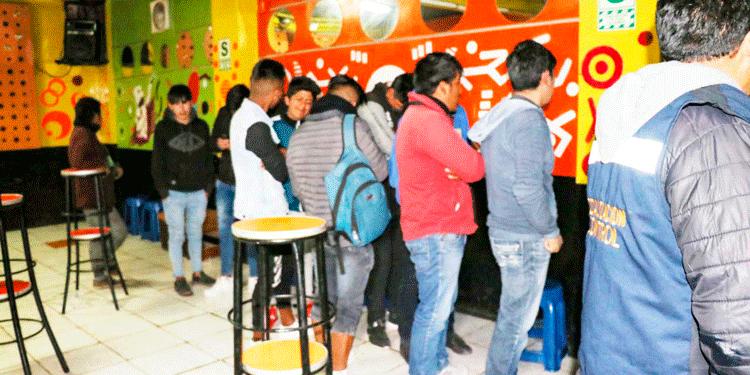 19 menores fueron intervenidos dentro de una discoteca.