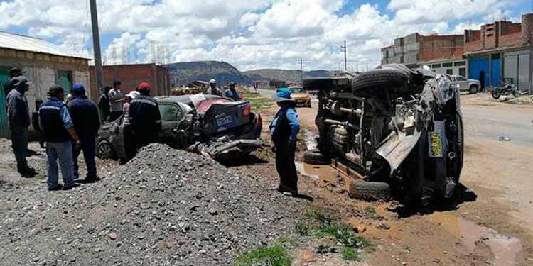 Los familiares del conductor de un vehículo afectado en un accidente, exigen a la policía que acelere las investigaciones.