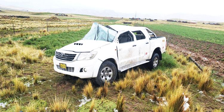 Camioneta quedo con daños materiales.