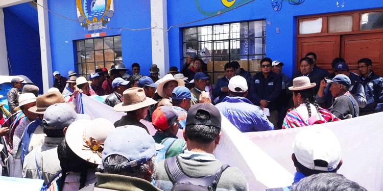 Comuneros protestan en Pradera.