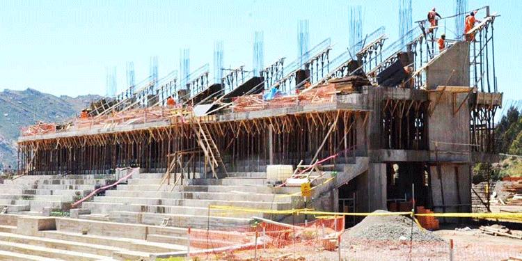 Construcción del coliseo de la UNA Puno.