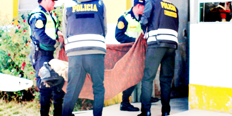 Cuerpo de la comerciante fue ingresado a la morgue hospital de Puno.