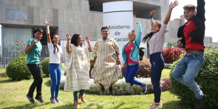 Jóvenes del pueblo matsiguenkas se formarán como docentes para proteger sus lenguas originarias y prometen enseñar a los niños de sus comunidades. ANDINA/Difusión
