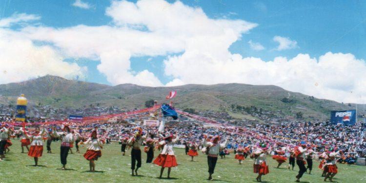 En concurso en el estadio de la ciudad de Puno.