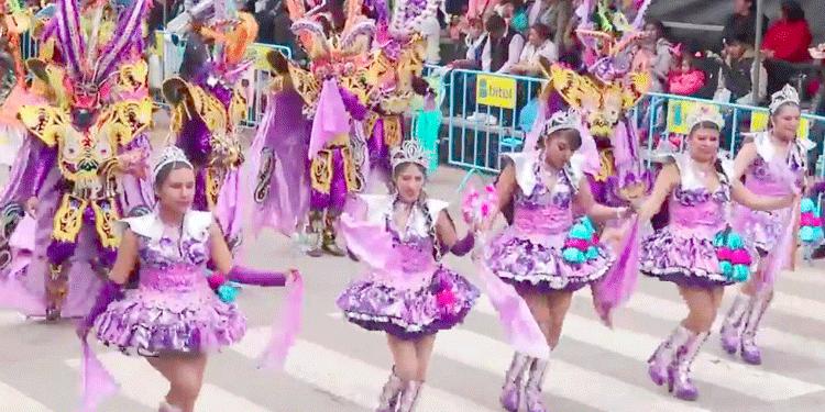 En la parada de la festividad Virgen de la Candelaria.