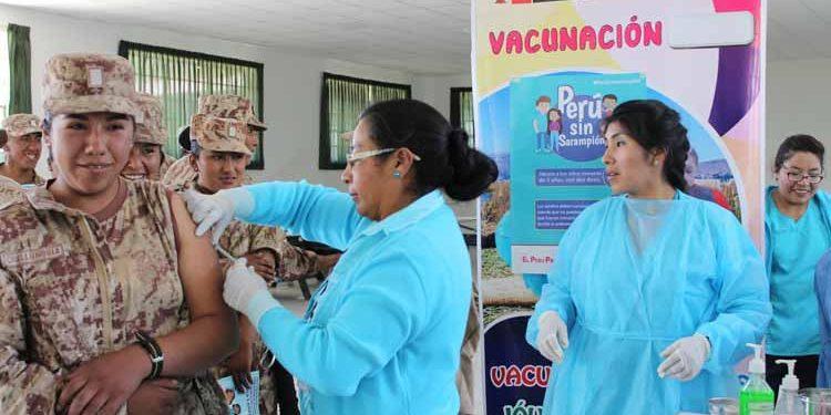 Personal militar fue inmunizado