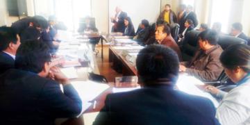 Personal de Salud de San Román en sesión de consejo regional.