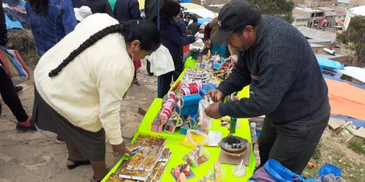 Feria de las alasitas en Azangaro
