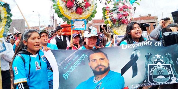 Hinchas le dan el último adiós a Juan Pablo Vergara.