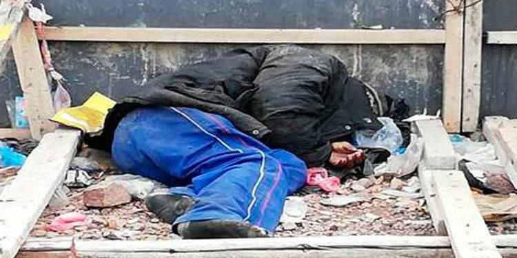 indigente muere acuchillado por sus mismos compañeros.