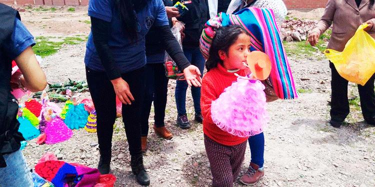 Los niños agradecen noble gesto.