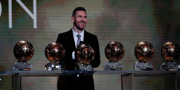 Leonel Messi posa con sus seis balones de oro (Francois Mori /
