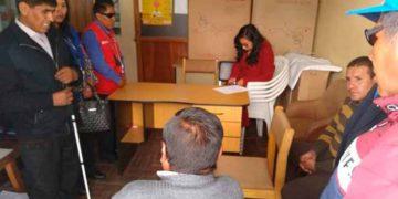 Personal de la Procuraduría del Gobierno Regional de Puno (GRP), se aproximó a la Oficina Regional de Atención a las Personas con Discapacidad (Oredis), con el fin de ocupar un espacio.