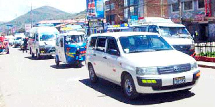 Taxistas informales exigen ruta libre