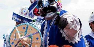 Algunas figuras participan con mascaras.
