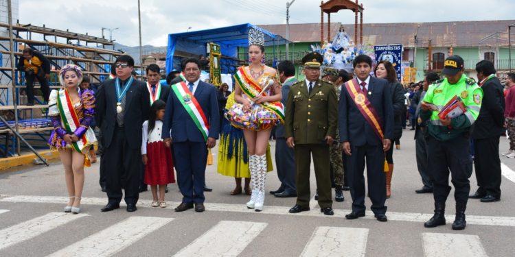 Autoridades encabezaron procesión en Azangaro.