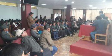 Autoridades. De la zona sur fueron desairados por el gobernador regional, pese a que agenda estaba establecida.