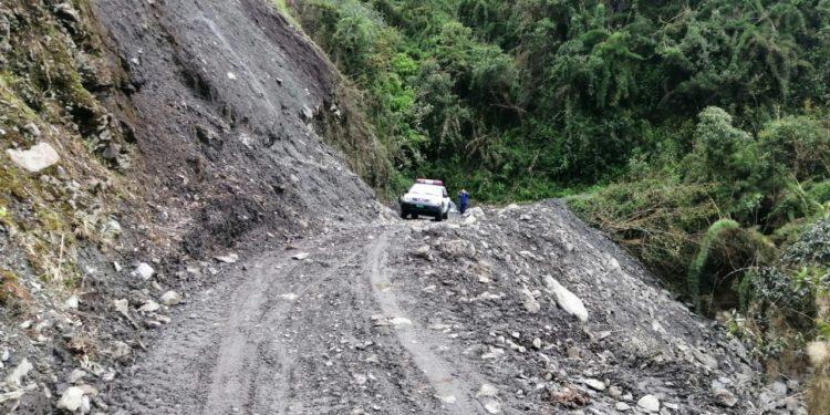 Carretera por momentos fue obstaculizada por deslizamiento.