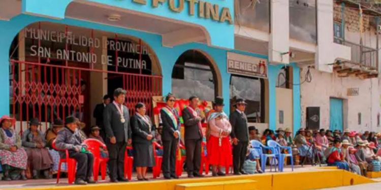 Desgobierno en la Municipalidad Provincial de San Antonio de Putina, dirigentes encaminan revocatoria en contra de la alcaldesa.