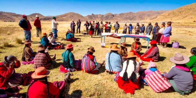 Reunión de comunidades campesinas originarias.