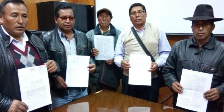 Dirigentes del frente de defensa de Huata, Coata, Capachica y Caracoto.