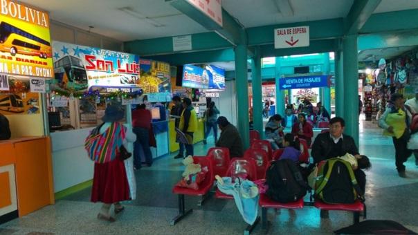 En terminal terrestre se vio la llegada de varios electores.