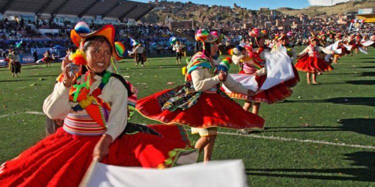 Hoy y mañana sera la presentación de danzas en trajes autóctonos en el estadio Enrique Torres Velón.