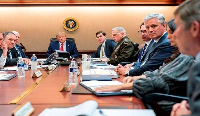 Donald Trump (c) ordenó el asesinato de Qasem Soleimani en Irak. Foto: EFE