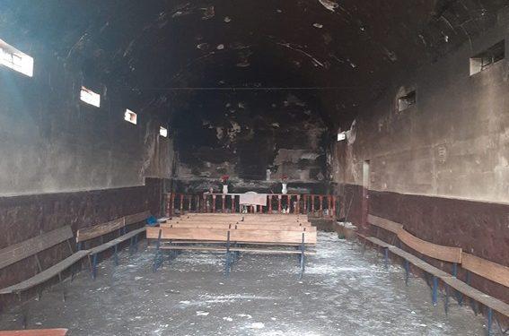 Iglesia de Taraco termino en llamas.