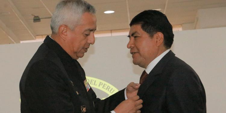Martín Ticona fue condecorado por la institución castrense.