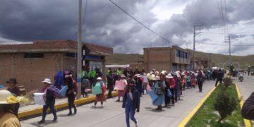 Manitestantes se movilizaron como parte del paro de 24 horas en contra del alcalde de Lampa.