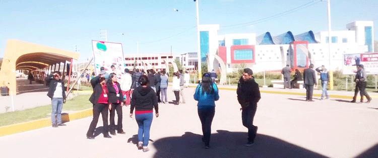 Miles de estudiantes están a la espera del licenciamiento.