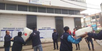 ODPE Puno trasladan material electoral a los centros de votación.
