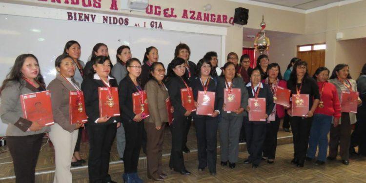Profesores recibieron su reconocimiento de las autoridades educativas.