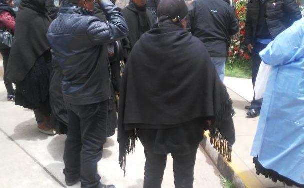 Parientes de la octogenaria pobladora se mostraron consternados.