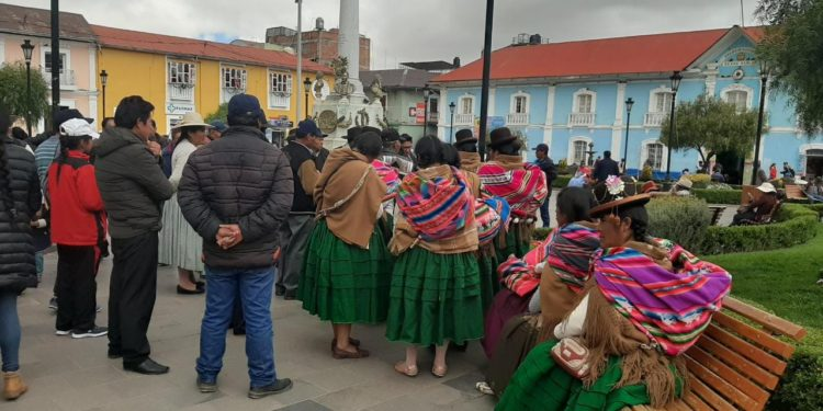 Pobladores del distrito de Atuncolla arribaron a la ciudad de Puno.