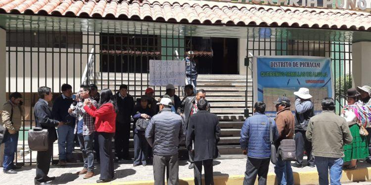 Representantes realizaron plantón en la puerta de la DRA.