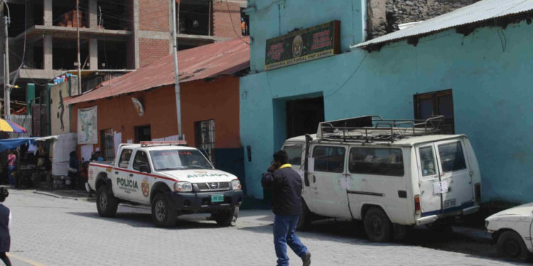 Trabajadores del gobierno regional denunciaron el asalto en una comisaría.
