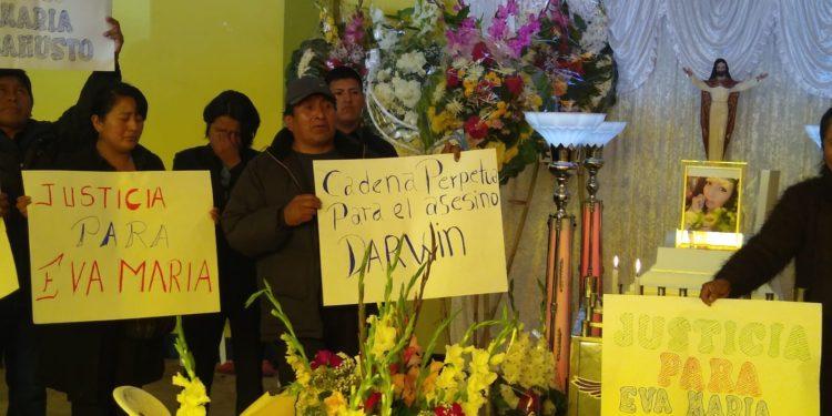 Con pancartas en mano aclaman justicia.