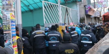 Serenos y policías instalaron bloque de cemento.