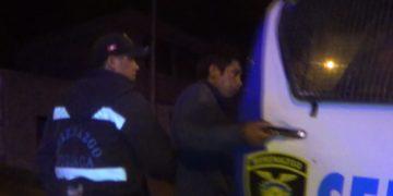 El sujeto fue conducido a la comisaria, tras intentar llevarse balones de gas y un vehículo.
