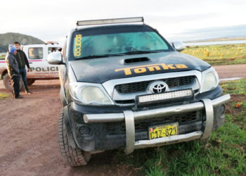 Los presuntos delincuentes abandonaron su vehículo.