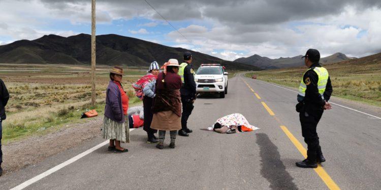 mujer perdió la vida en medio de la carretera.