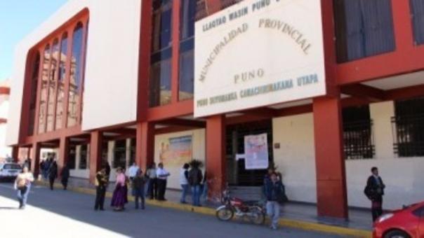 Fachada de la Municipalidad Provincial de Puno.