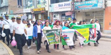 Niños y adolescentes fueron participes de la marcha a la no violencia hacia la mujer.