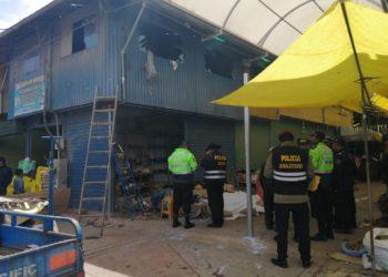 Seis artefactos pirotécnicos explosionaron en un puesto de venta.