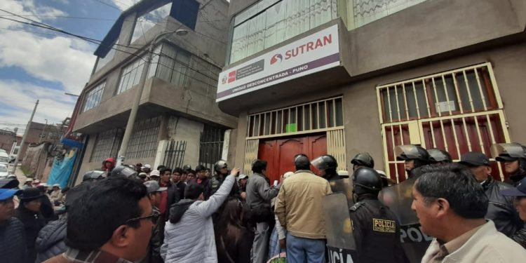 Transportistas en plantón frente a la Sutran.